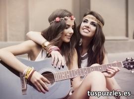 Chicas tocando la guitarra